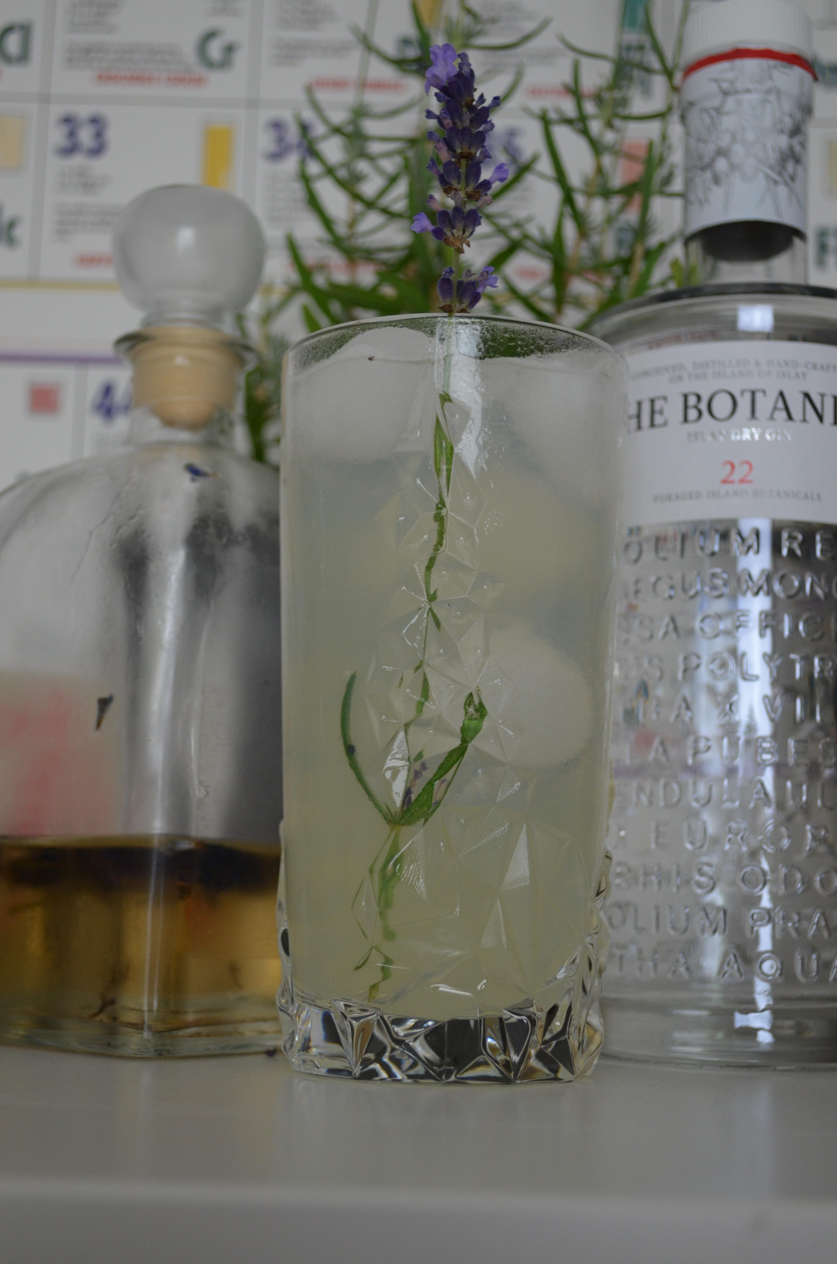Lavendel Gin Fizz ba Joschka Nachtschatt